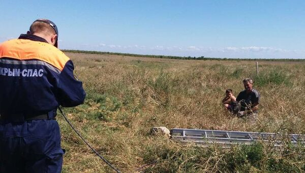 Крымские спасатели помогли упавшей в колодец собаке