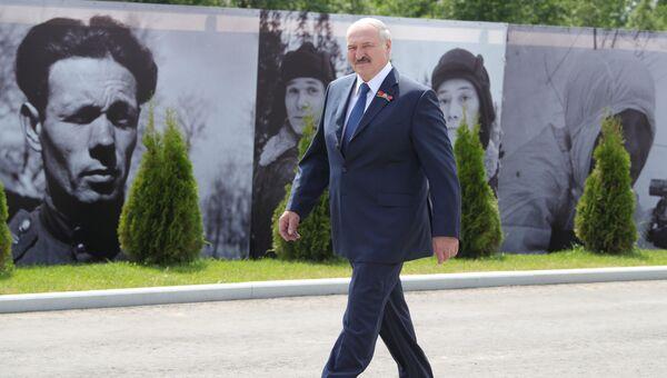 30 июня 2020. Президент Белоруссии Александр Лукашенко на церемонии открытия Ржевского мемориала Советскому солдату