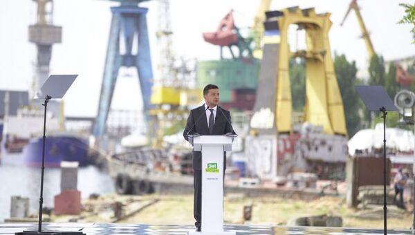 Президент Украины Владимир Зеленский во время визита в Херсонскую область