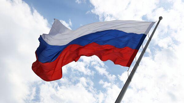 Торжественная церемония подъёма российского флага во время празднования Дня России на главной городской площади в Краснодаре
