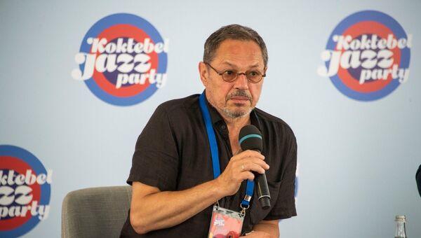 Игорь Скляр на пресс-конференции в Коктебеле