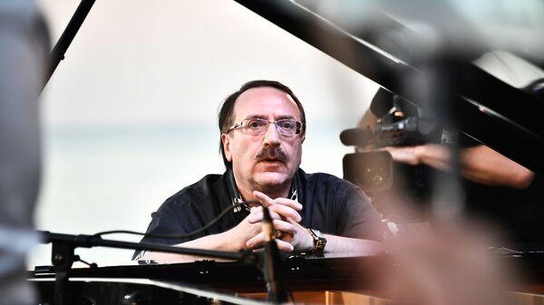 Джазовый пианист Даниил Крамер выступает на 17-м международном музыкальном фестивале Koktebel Jazz Party в Крыму.