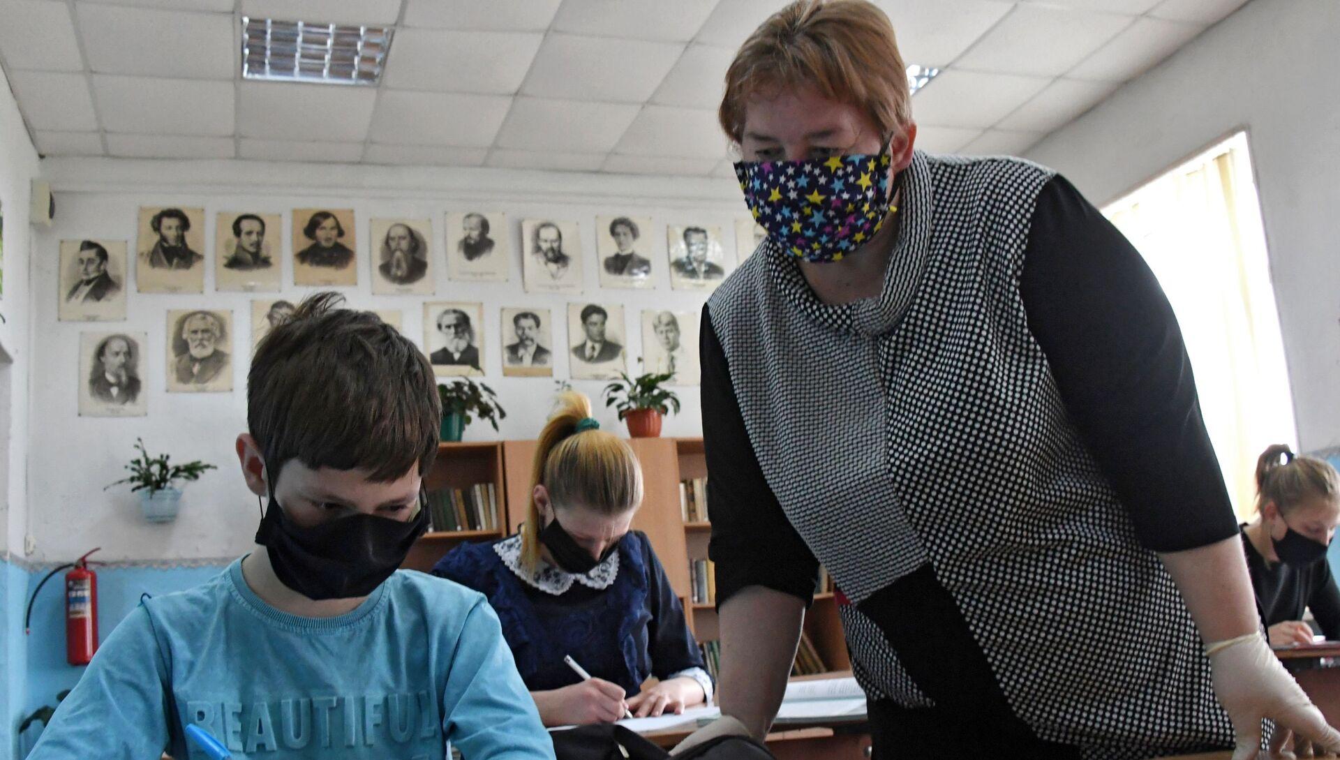 В Приморье возобновили обучение детей в малокомплектных школах - РИА Новости, 1920, 15.09.2020