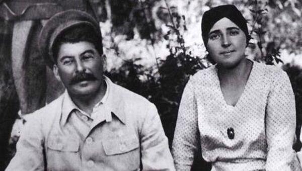 Сталин с женой на отдыхе в Мухалатке