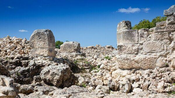 Археологи нашли в Крыму уникальные позднескифские склепы