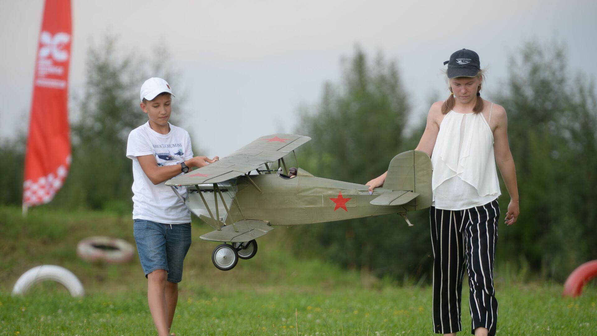 Шоу дронов и авиамоделей в Московской области - РИА Новости, 1920, 26.09.2021