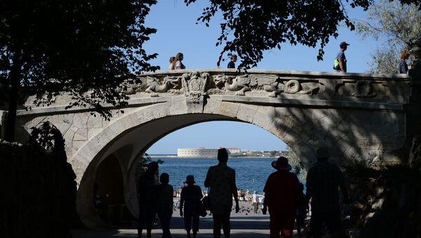 Драконий мост. Севастополь. Приморский бульвар.