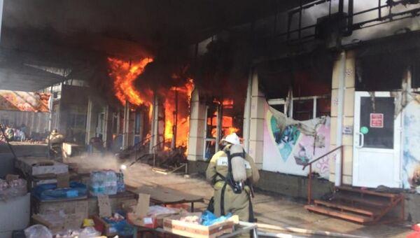 В Ростовской области ликвидировали крупный пожар на рынке