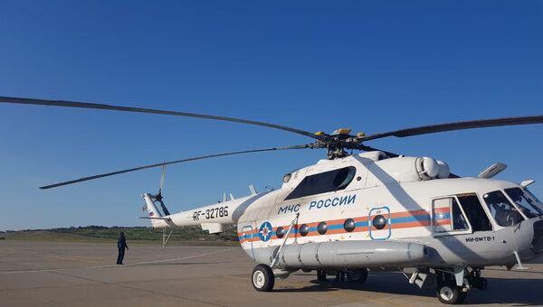 На поиски пропавших людей с танкера в Азовском море направили вертолет МЧС