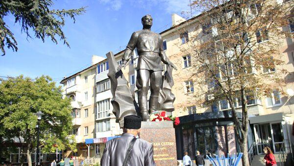 Новый памятник Амет-Хану Султану в Симферополе