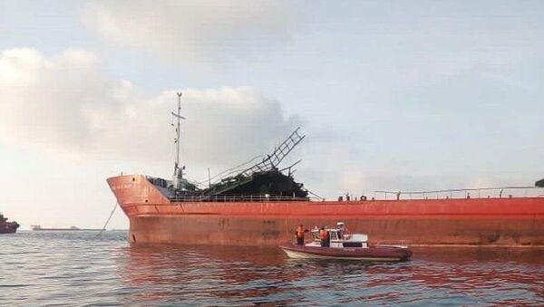 Последствия взрыва на танкере Генерал Ази Асланов