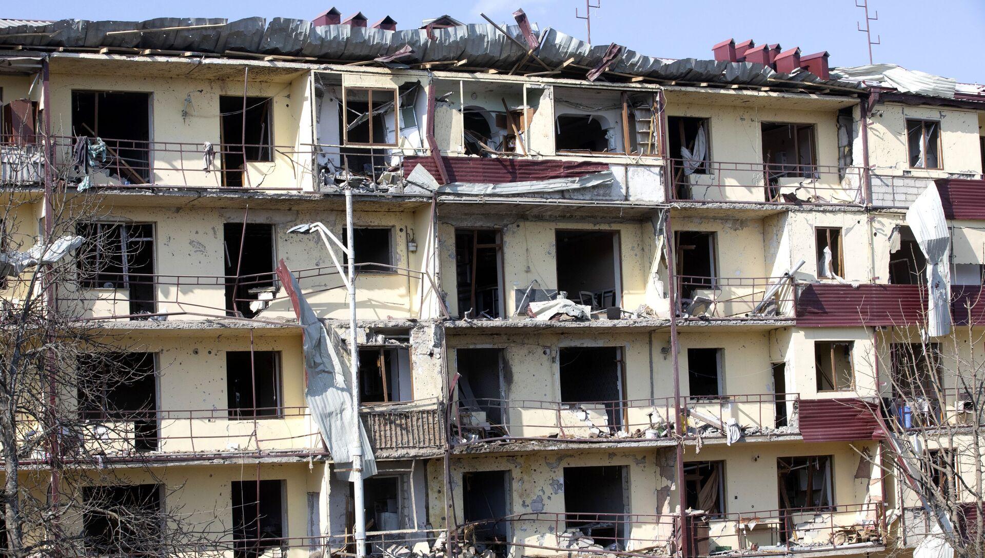Дом, пострадавший в результате обстрела города Шуша - РИА Новости, 1920, 08.11.2020