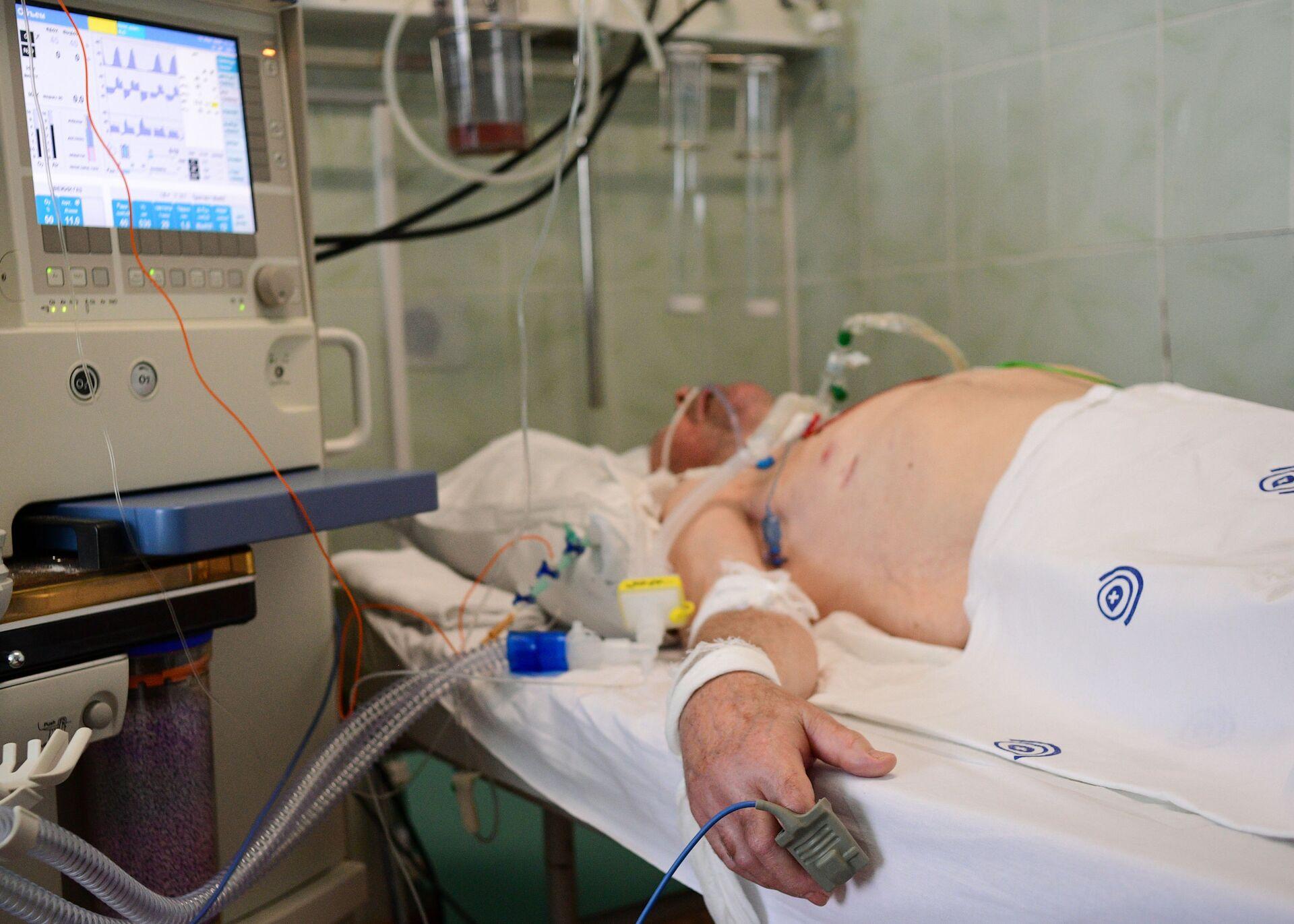 Пациент в отделении реанимации и интенсивной терапии городской клинической больницы имени В. В. Виноградова - РИА Новости, 1920, 12.11.2020