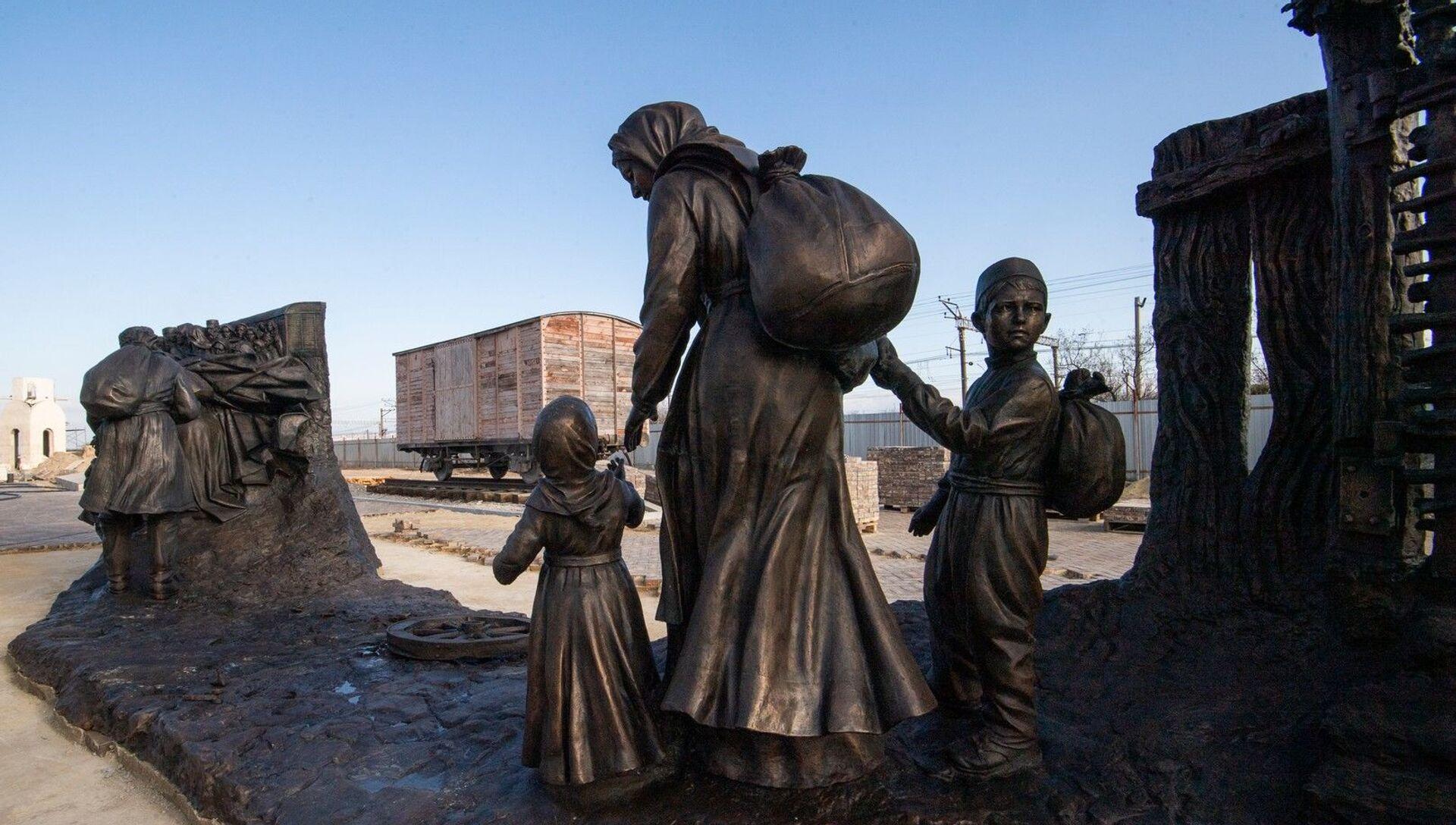 Строительство мемориала  жертвам депортации на станции Сирень - РИА Новости, 1920, 20.04.2021