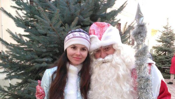 Крымский Дед Мороз Виктор Степанов со своей Снегурочкой