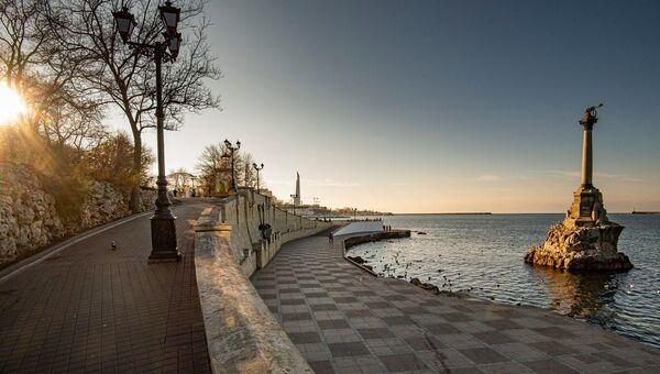 На набережной Севастополя
