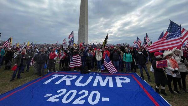 Участники акции сторонников действующего президента США Дональда Трампа в Вашингтоне