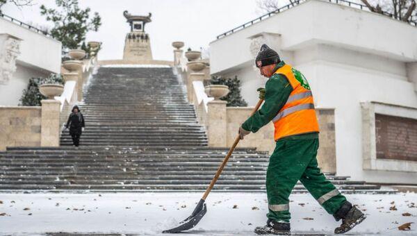 Ликвидация последствий снегопада в Севастополе