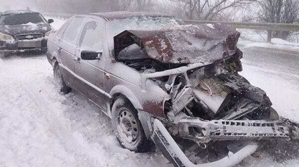 Последствия ДТП с 7 автомобилями на трассе возле села Насыпное под Феодосией
