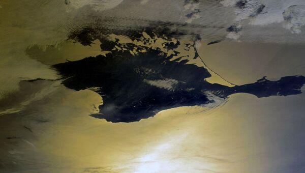 Российский космонавт Сергей Кудь-Сверчков поздравил крымчан с Днем республики и опубликовал снимки полуострова из космоса.
