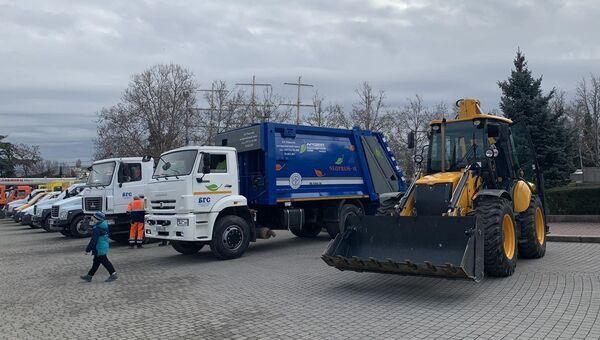 В Севастополь завезли новую коммунальную технику