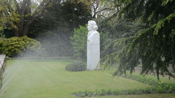памятник Христиану Стевену в Никитском ботаническом саду