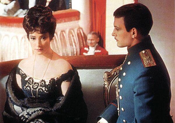 Кадр из фильма Анна Каренина (1967). В ролях - Людмила Самойлова (Каренина) и Василий Лановой (Вронский).
