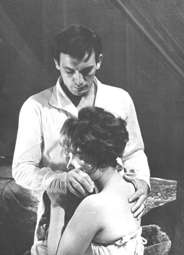 Кадр со съемок фильма Анна Каренина (1967), не вошедший в фильм. В ролях - Людмила Самойлова (Каренина) и Василий Лановой (Вронский).