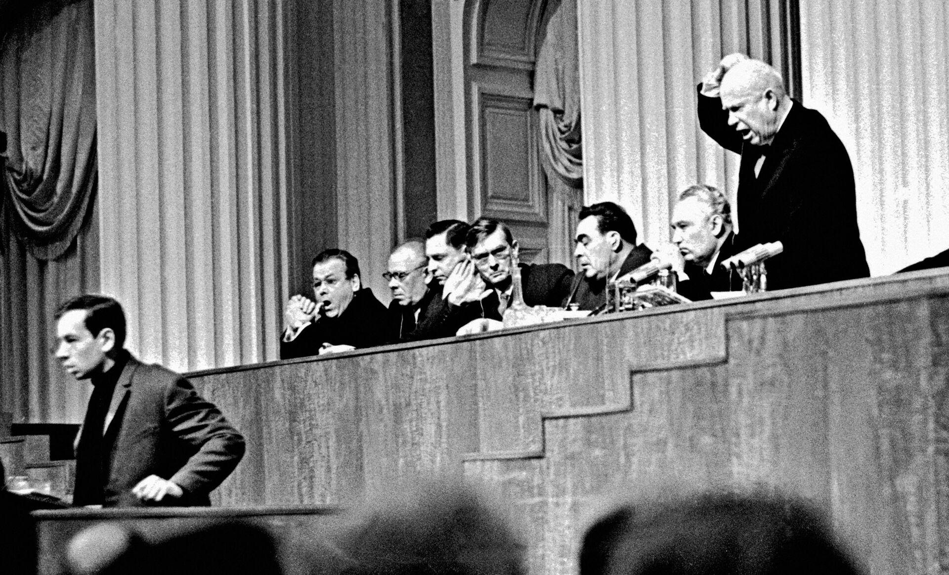 Доклад Хрущева, перевернувший СССР: интервью сына врага народа - РИА Новости, 1920, 25.02.2021