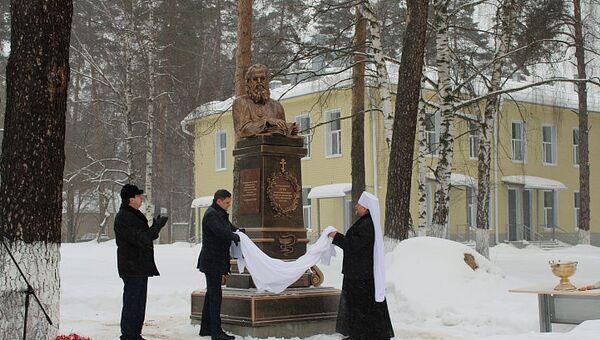 Памятник Луке Войно-Ясенецкому открыли на территории больницы в Пушкинском округе Московской области