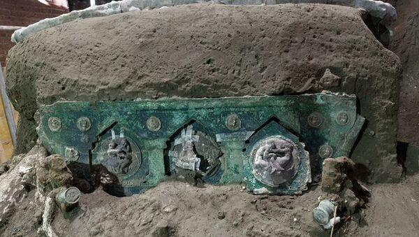 В Помпеях нашли практически полностью сохранившуюся колесницу