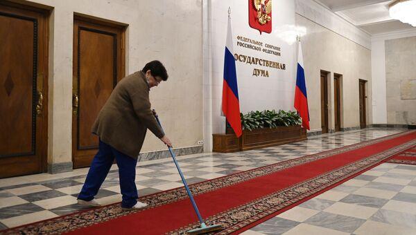 Уборщица в здании Государственной думы РФ.