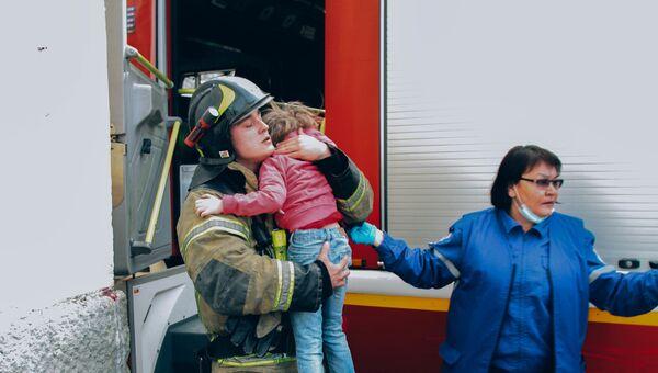 Пожар в многоэтажке Севастополя: как спасали детей и взрослых - ВИДЕО