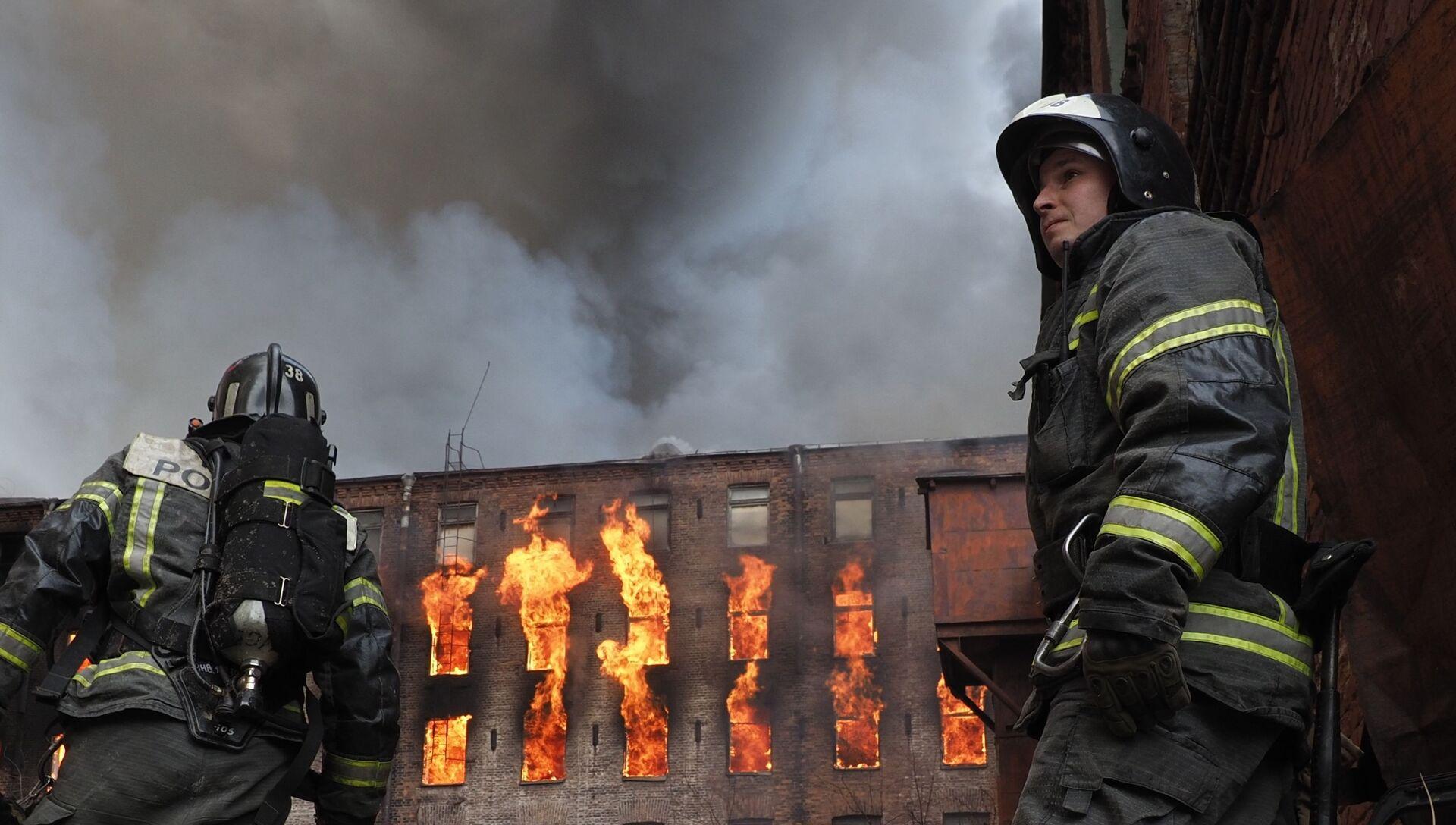 Пожар на фабрике Невская мануфактура - РИА Новости, 1920, 12.04.2021