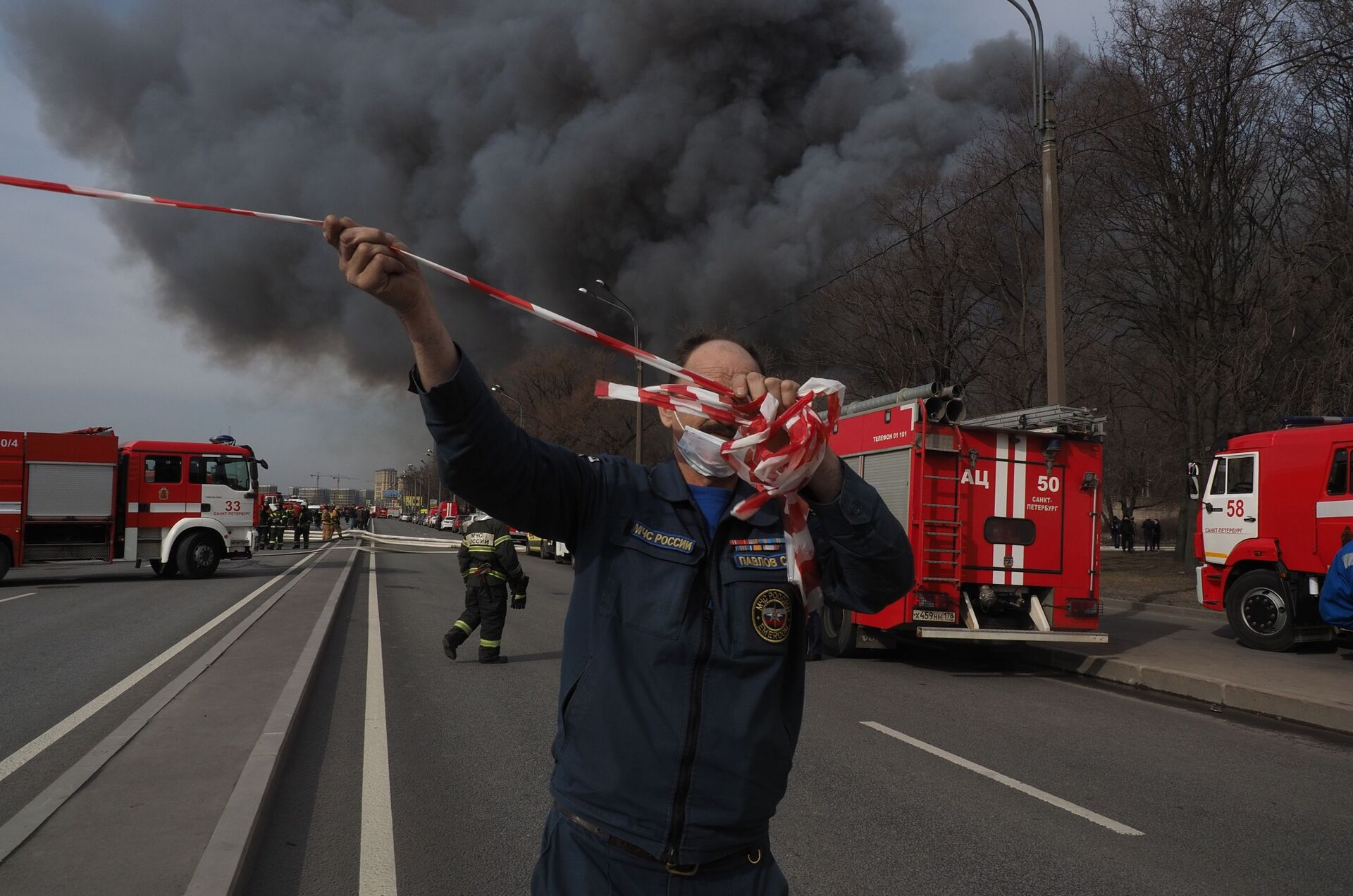 Масштабный пожар на фабрике Невская мануфактура: фото, видео - РИА Новости, 1920, 12.04.2021