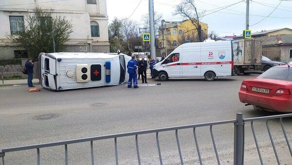 В Севастополе столкнулись грузовик и скорая: есть пострадавший