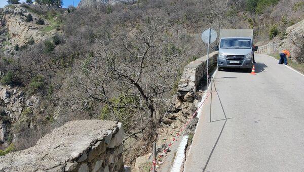 Горную дорогу в Ялте перекрыли из-за обрушения подпорной стены