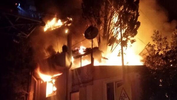 В Ялте всю ночь тушили пожар в жилом доме