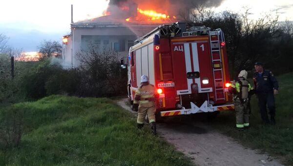 В селе под Симферополем загорелся жилой дом
