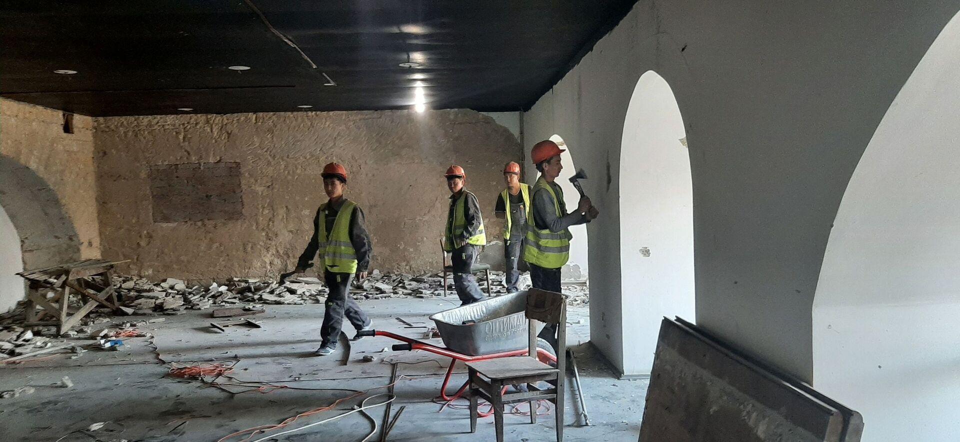 В помещениях цокольного этажа продолжаются подготовительные работы - РИА Новости, 1920, 11.08.2021