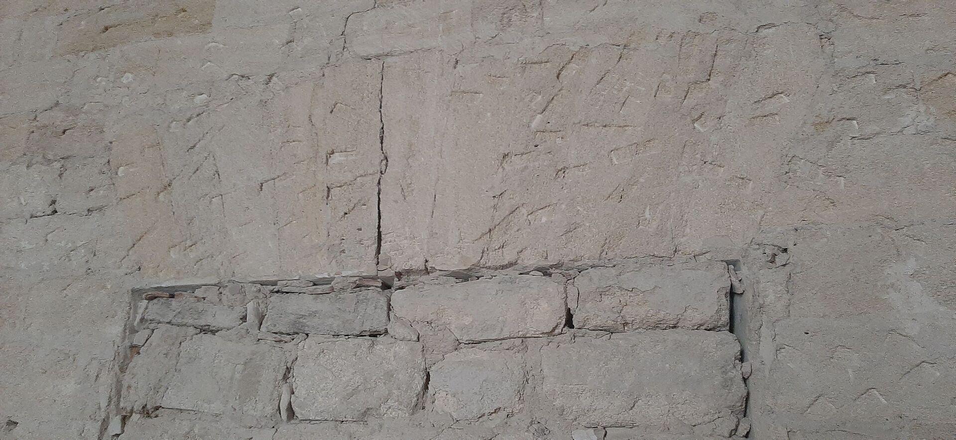 В стенах под слоями штукатурки обнаруживаются старинные проемы, о которых никто не знал - РИА Новости, 1920, 11.08.2021