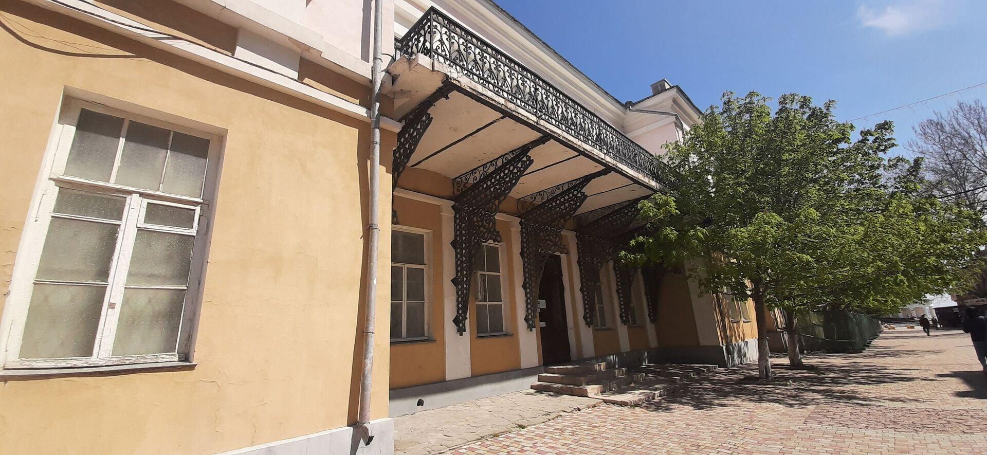 Дом сестры Айвазовского с литыми чугунными консолями над входом - РИА Новости, 1920, 11.08.2021