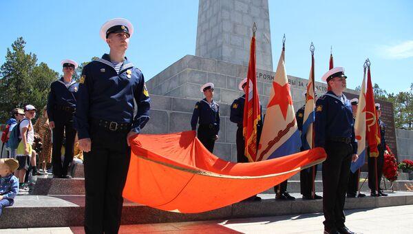 В Севастополе на Сапун-горе прошли реконструкции боев и митинг памяти