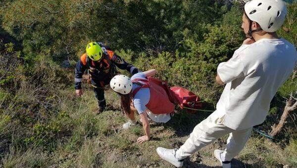 Крымские спасатели эвакуировали туристов с горы в Новом Свете