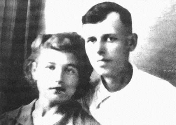 Андрей Сахаров с супругой Клавдией Вихиревой
