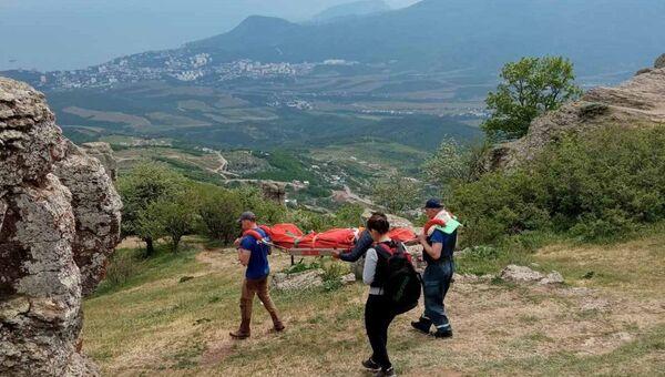 Эвакуация пострадавшего с горы Демерджи