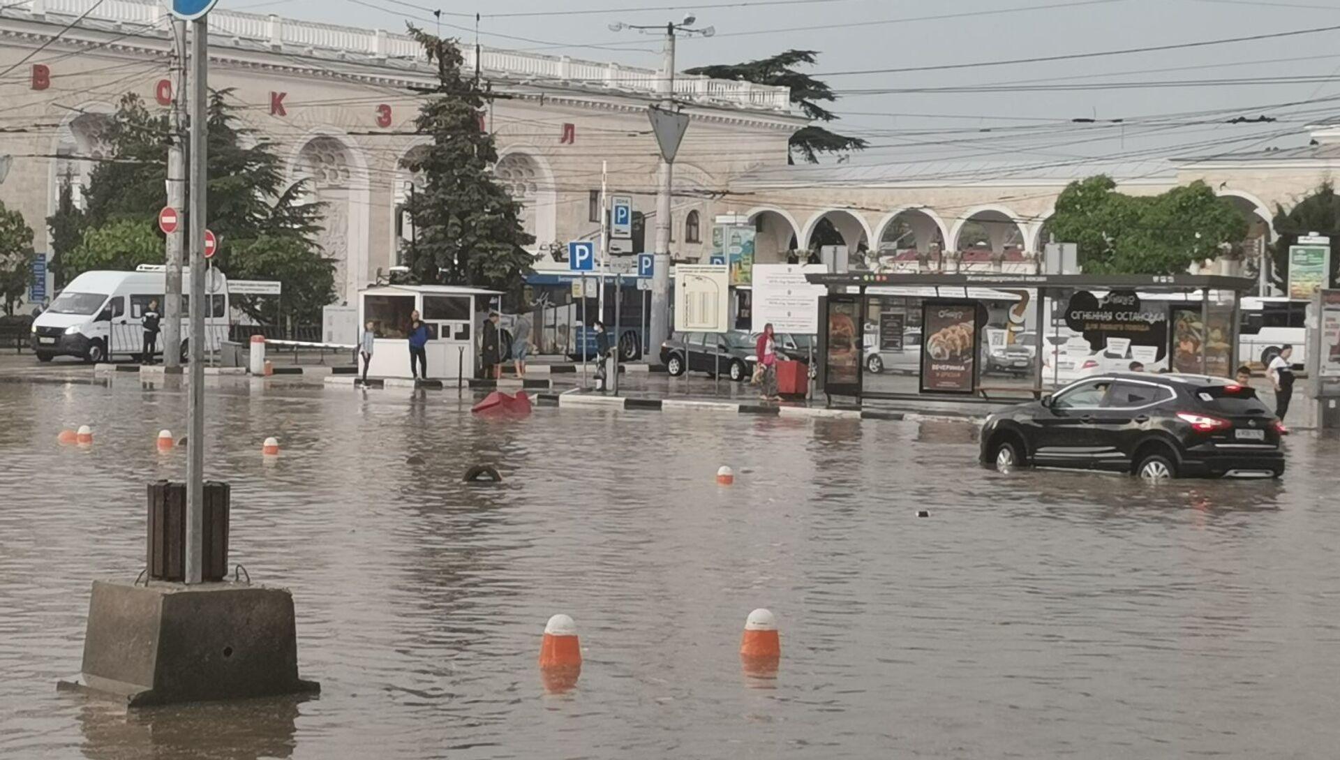 Такое происходит на привокзальной площади Симферополя после каждого ливня - РИА Новости, 1920, 30.05.2021