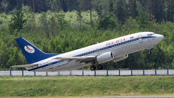 Самолет белорусской авиакомпании Белавиа в национальном аэропорту Минск.