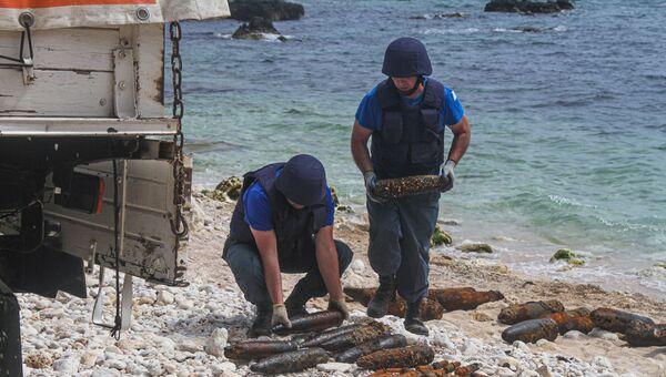 В Севастополе сотрудники МЧС подняли со дна моря почти 250 снарядов времен войны
