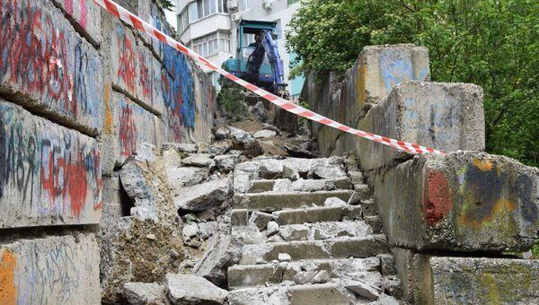 В Симферополе отремонтируют 15 городских лестниц